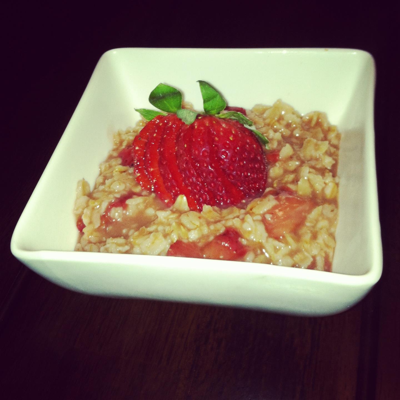 strawberry balsamic oatmeal